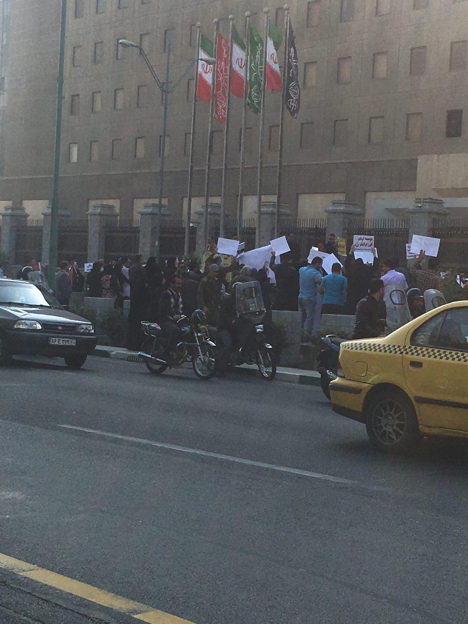 ایران اعتراضات مردم غارت شده