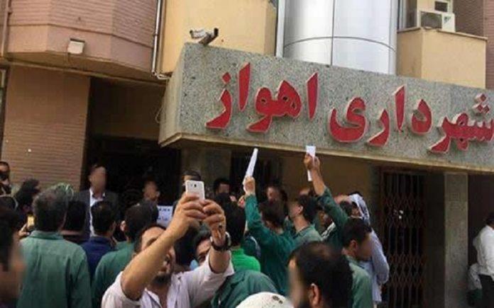 تجمع اعتراضی کارگران شهرداری اهواز-min