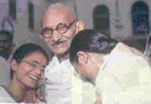 گاندی رهبر جنبش