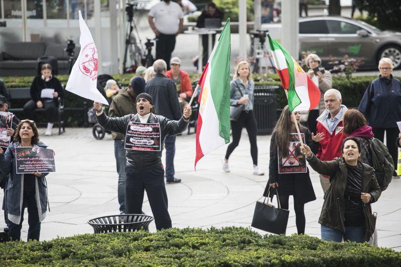 تظاهرات ایرانیان علیه جواد ظریف جنایتکار