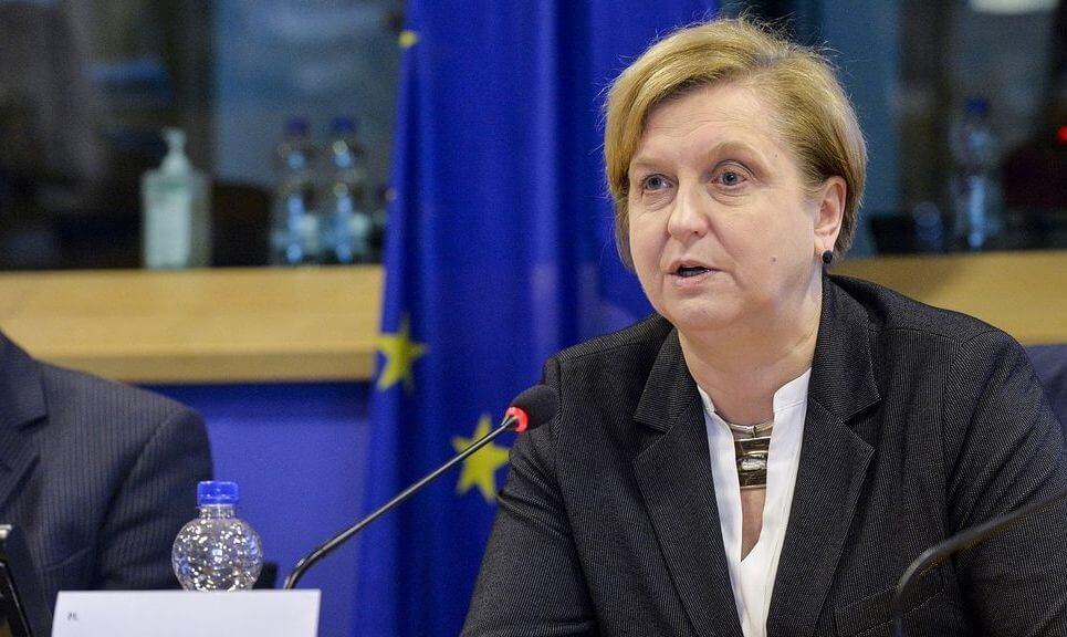 نقض حقوق زنان درایران، پارلمان اروپا، آنا فوتیگا