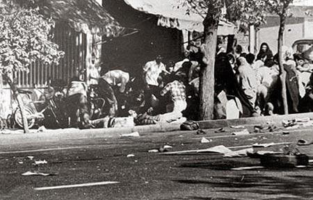 فرمان شاه برکشتار مردم بی دفاع در ۱۷شهریور۵۷ درمیدان ژاله تهران، برای فرار از سرنگونی